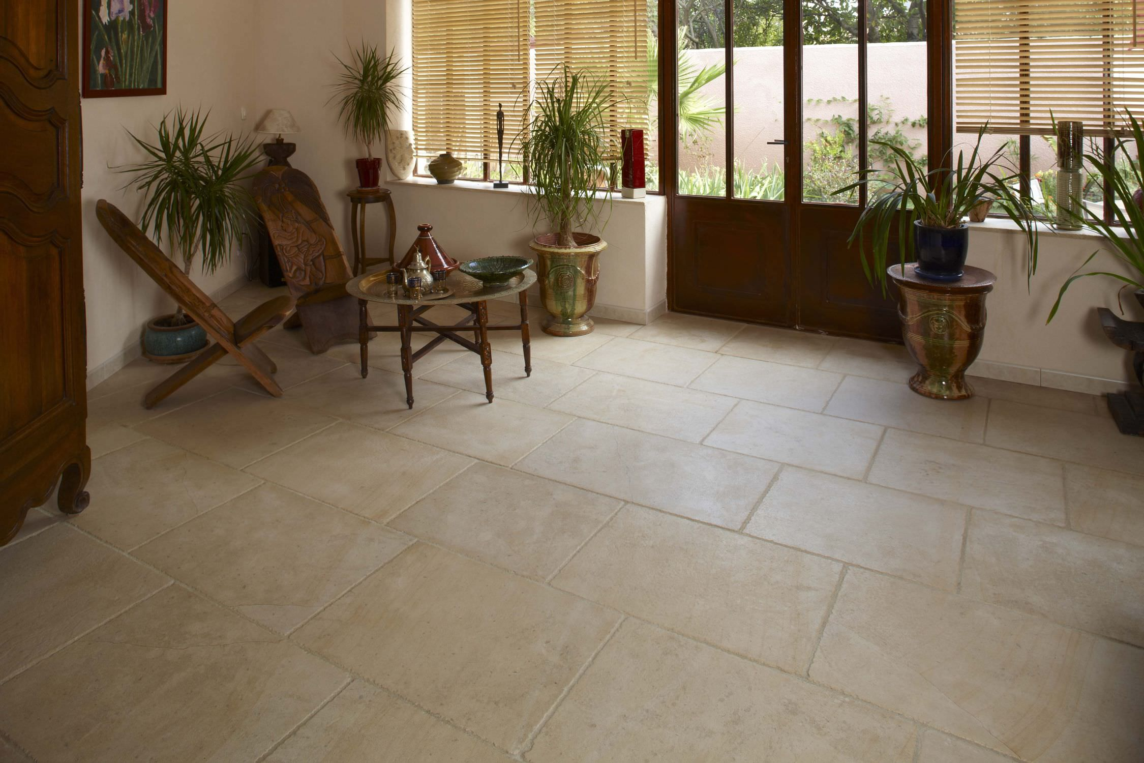 Carrelage pierre naturelle beige murs sol accueil design for Carrelage pierre naturelle